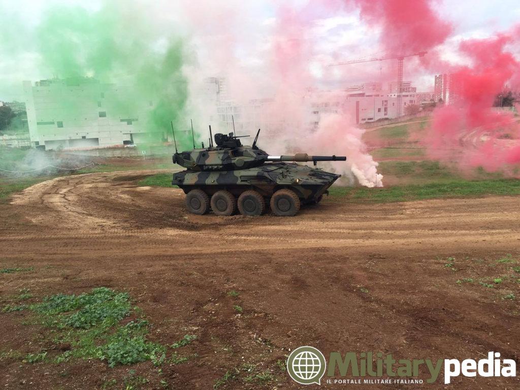 CENTAURO 2/II MGS alla Cecchignola durante l'esposizione del veicolo.