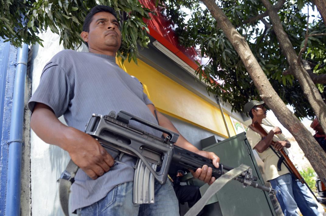 Operatore messicano durante un'operazione. (AP Photo/Bernandino Hernandez)