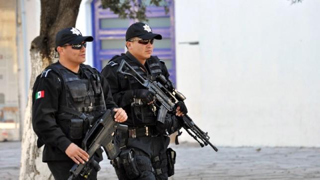 Operatori della Policia Federal Messicana con SC 70/90