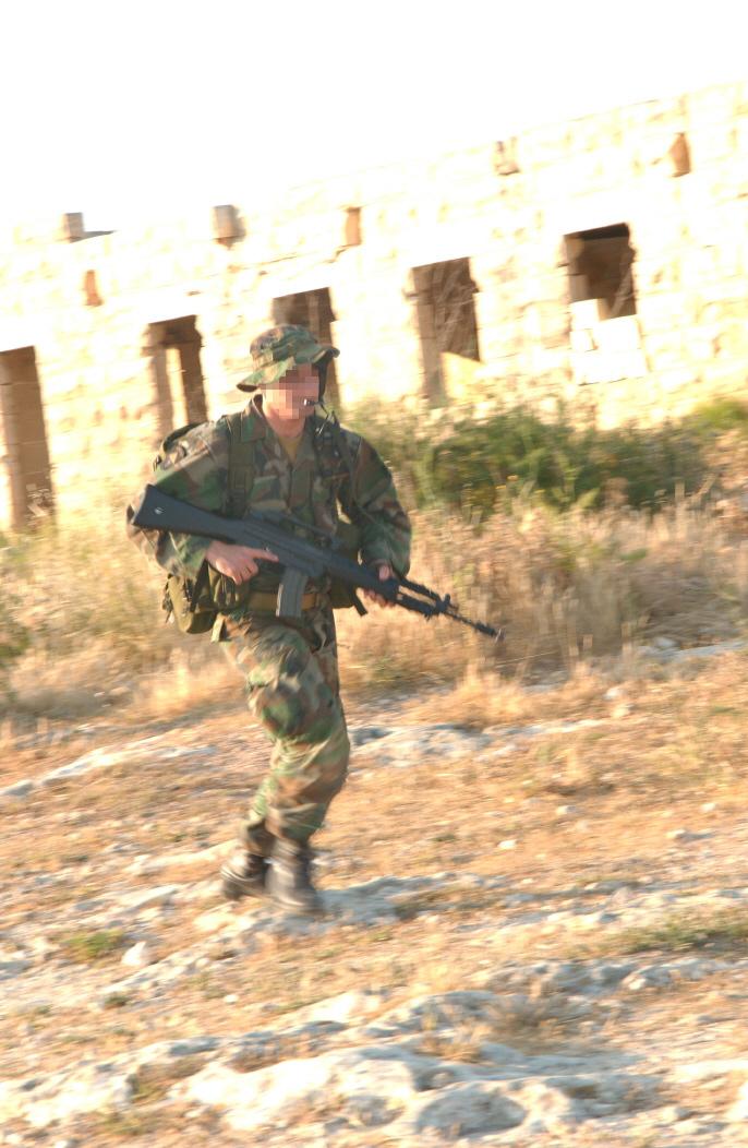 Possibile operatore di Malta durante un'esercitazione con l'Esercito Italiano.