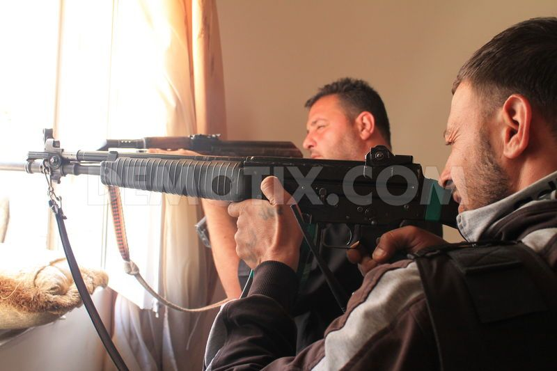 FSA (Free Syrian Army) con AR 70/223. Questo modello potrebbe appartenere a lotti venduti a stati del Medio Oriente negli anni passati.