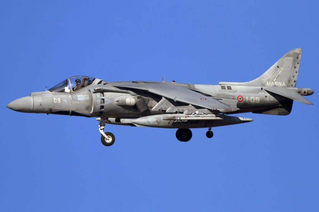 av8b harrier II plus marina militare portaerei cavour aviazione