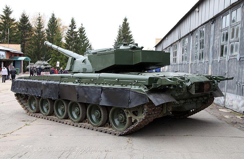 vista dietro del carro armato object 292 variante del t-80