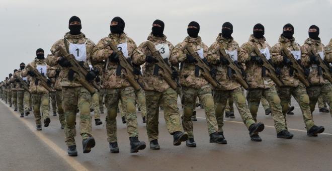parata militare Kazakhistan beretta ARX160