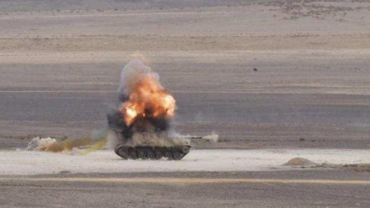 carroarmato M60 colpito da Spike SR