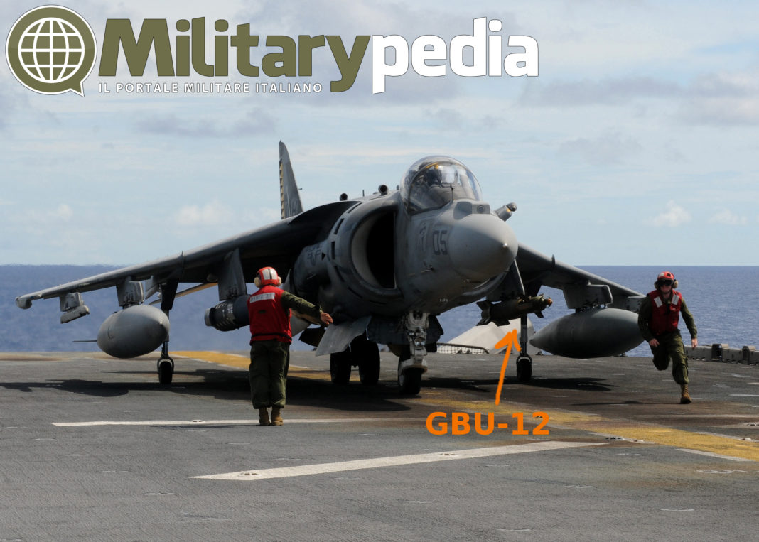 av8b gbu-12 bomb marina militare portaerei