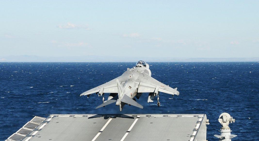marina militare portaerei cavour av8b harrier decollo stol