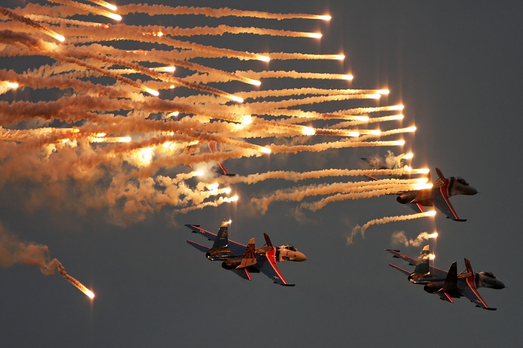 su 30 flares sukhoi dispenser countermeasure contromisura guerra elettronica electronic warfare ir missile infrared infrarosso a ricerca di calore